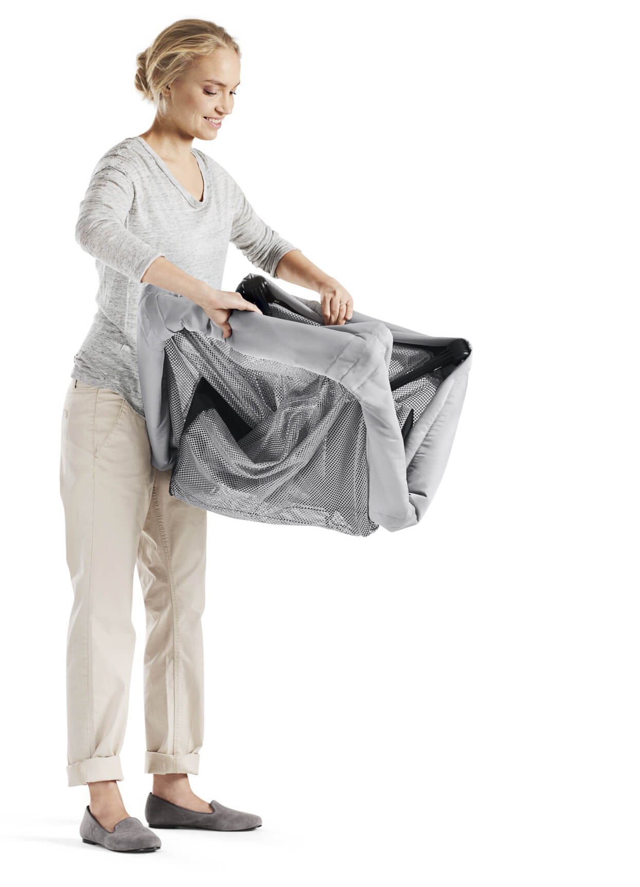 travel-cot-light-only-weighs-6kg