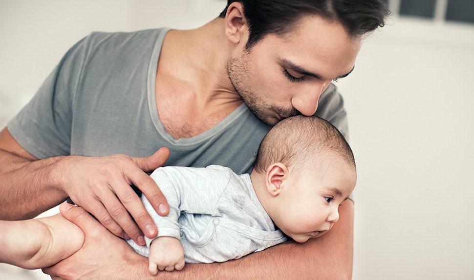 BABYBJÖRN Magazin – Neugeborene stärken ihren Nacken.