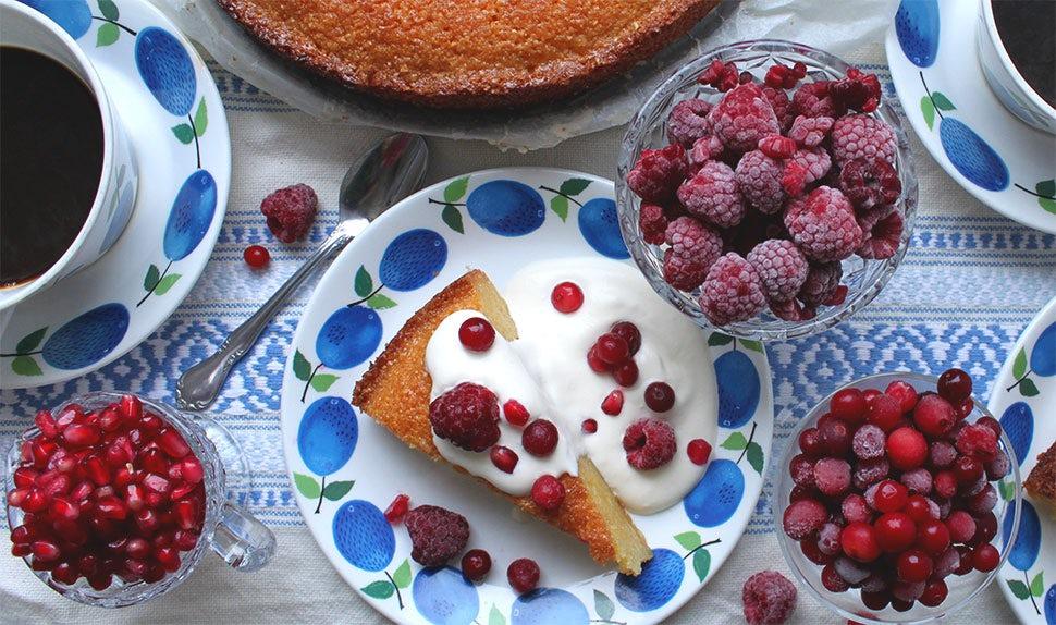 BABYBJÖRN Revista – Jugoso bizcocho de limón sin gluten con polenta y harina de almendras.