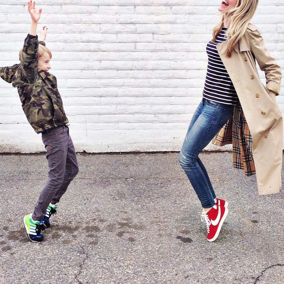 Revista BABYBJÖRN – Karla Reed en marcha con su primer hijo.