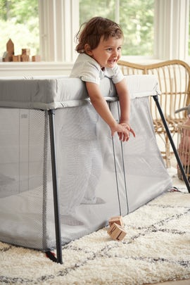 Travel Cot Light Silver in soft and airy mesh - BABYBJÖRN