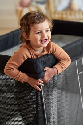 Travel -Cot Light Black in Airy Mesh - BABYBJÖRN