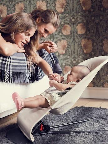 Babysitter Balance Soft i Beige-grå Cotton-Jersey - BABYBJÖRN