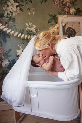 Cradle White Mesh - BABYBJÖRN