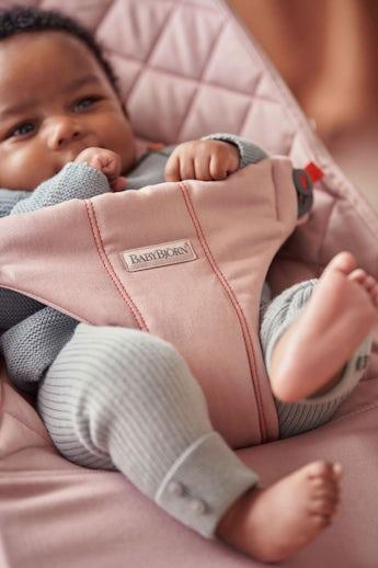Babysitter Bliss i Antrikrosa quiltad bomull - BABYBJÖRN