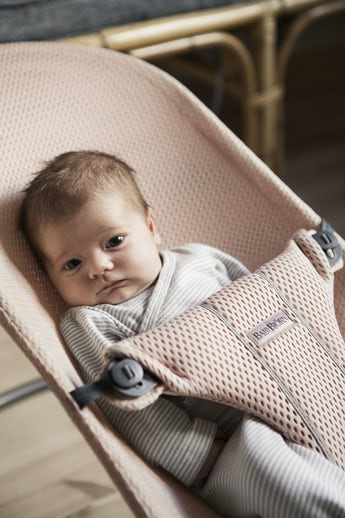 Babywippe Bliss Perlmuttrosa Mesh - BABYBJÖRN