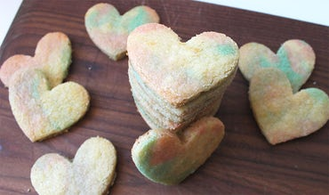 BABYBJÖRN Magazine – Bake heart-shaped biscuits for Valentine's Day