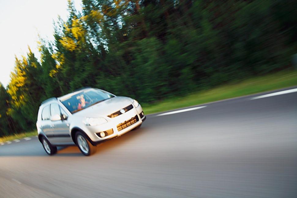 BABYBJÖRN Magazin – Eine schnelle, aber unkomplizierte Geburt im Auto: Tina bekam ihr Kind auf dem Beifahrersitz am Rande der Autobahn.
