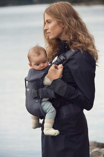 Baby Carrier One Air in Anthracite airy and soft 3D Mesh - BABYBJÖRN