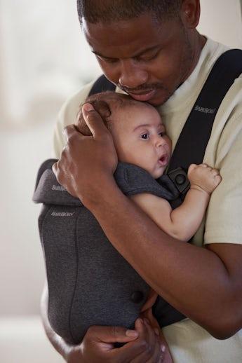 Babytrage Mini in weichem Jersey - perfekt für dein Neugeborene - BABYBJÖRN
