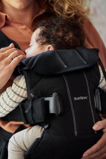Babytrage One mit 4 Tragepositionen inkl auf dem Rücken - BABYBJÖRN