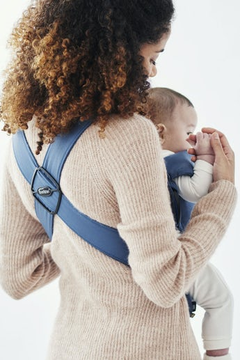 Babytrage Mini Indigoblau 100 % BCI-zertifizierte Baumwolle - BABYBJÖRN