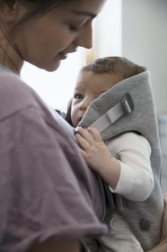 Mochila Porta Bebé Mini Gris Claro 3D Jersey - BABYBJÖRN