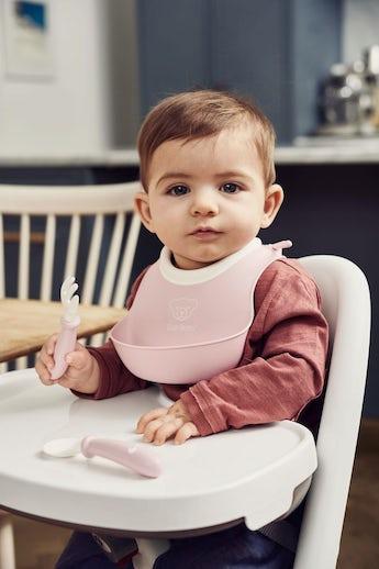 Cocina Mini Babero Rosa Pastel de BABYBJÖRN