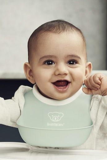 Small baby big in powder green - BABYBJÖRN