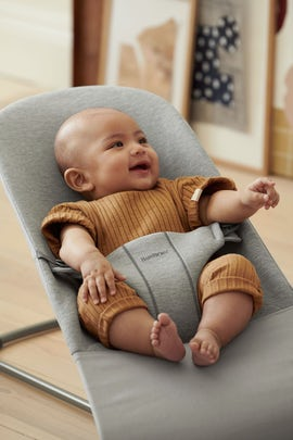 Babysitter Bliss i ljusgrå mjuk 3D Jersey - BABYBJÖRN