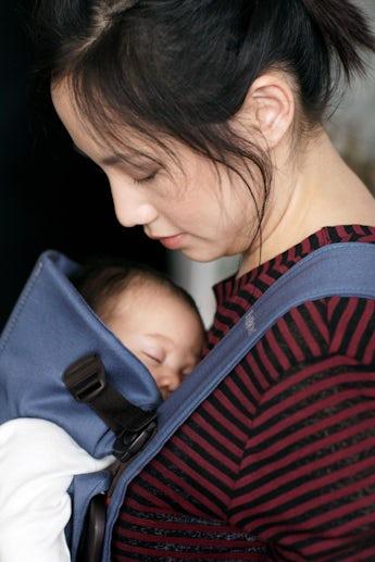 Babytrage Mini Indigo Blau Cotton - BABYBJÖRN
