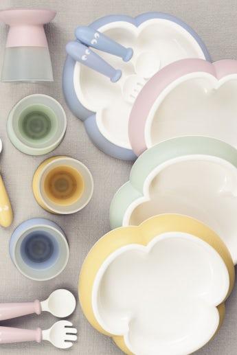Kindergeschirr 4 Teile Blassblau mit cleverem Design, das das selbstständige Essen fördert - BABYBJÖRN