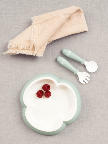 Kinderteller, Löffel und Gabel, 2 Sets, Blassgrün. Kindergeschirr mit cleverem Design, das das selbstständige Essen fördert - BABYBJÖRN