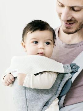 Lätzchen für Babytrage Mini Weiss - BABYBJÖRN