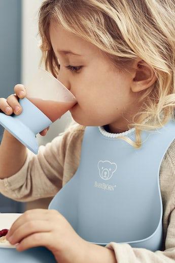 Küchenset für Kinder 5 Teile Blassblau – cleveres Design für Mahlzeiten, die Spaß machen - BABYBJÖRN