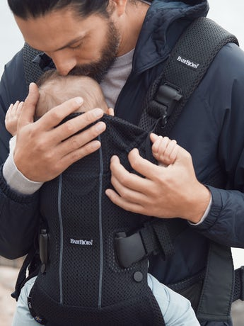 Porte-bébé One Air Noir en 3D Mesh - BABYBJÖRN