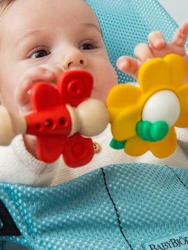 Spielzeug für Babywippe – Fliegende Freunde - BABYBJÖRN