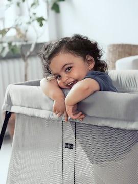 babybjorn-travel-crib-light-silver-001