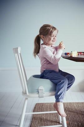 Booster Seat for children in Powder Green - BABYBJÖRN