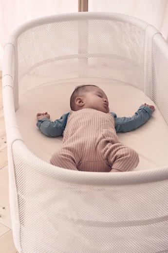 Luftig babysäng där din bebis sover tryggt - BABYBJÖRN