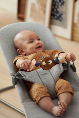 Bouncer Bundle in soft 3D Jersey with toy Googly Eyes in pastel - BABYBJÖRN
