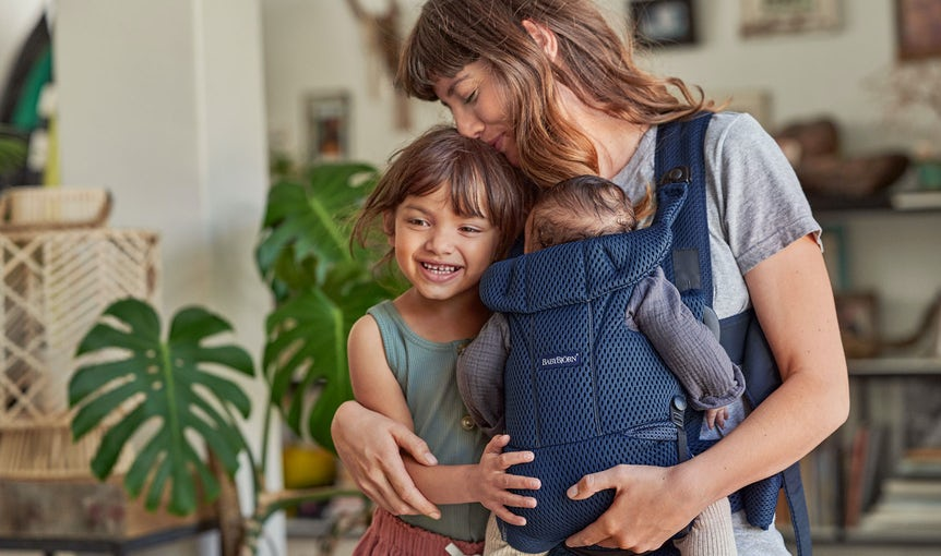 Baby Carrier Move Navy blue in soft and airy 3D Mesh - BABYBJÖRN