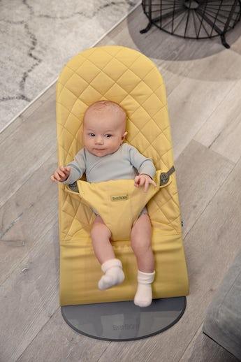 Babywippe Bliss Hellgelb in Baumwolle - BABYBJÖRN