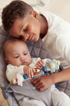 Leksak till Babysitter Busiga ögon i pastell - BABYBJÖRN