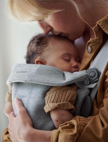 Pack premier pour bébé avec un porte-bébé Mini et Transat Bliss en gris clair