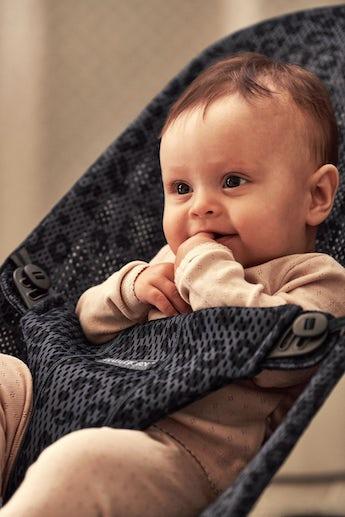 Babysitter Bliss Antracitgrå/Leopard i Mesh - BABYBJÖRN