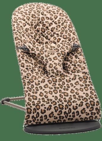 Babysitter Bliss i Beige/Leopard bomull - BABYBJÖRN