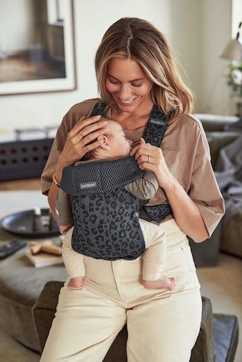 Babytrage Mini in Antrazitgrau/Leopard 3D Mesh - BABYBJÖRN