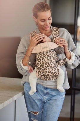 Babytrage Mini in Beige/Leopard Cotton - BABYBJÖRN