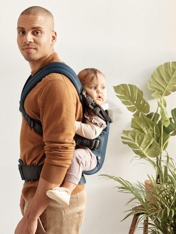 Mochila Porta Bebé Harmony Azul Marino 3D Mesh con apoyo para la espalda acolchado y un diseño ergonómico.