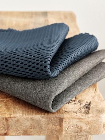 Bärsele Harmony i marinblå luftig 3D Mesh med 4 bärsätt inkl ryggbärande - BABYBJÖRN