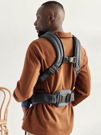 Bärsele Harmony i antracitgrå luftig 3D Mesh med vadderat ryggstöd och ergonomisk design