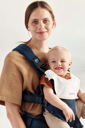 Baby Carrier Harmony Navy Blue in airy 3D-Mesh combined with bib